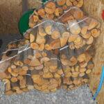 drewno opałowe w siatkach